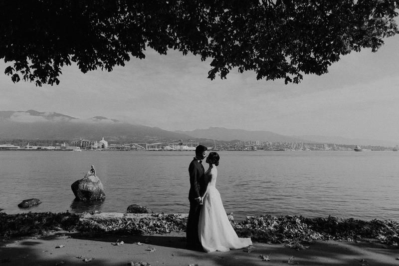 stanley park vancouver seawall elopement photos