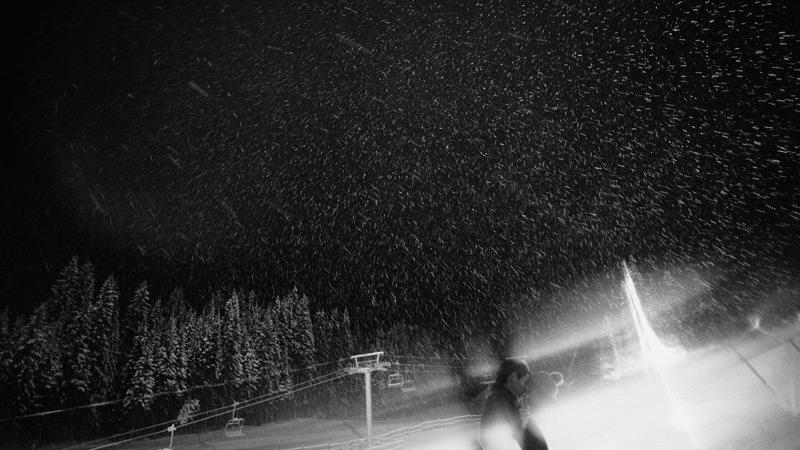 winter engagement photos at sun peaks resort