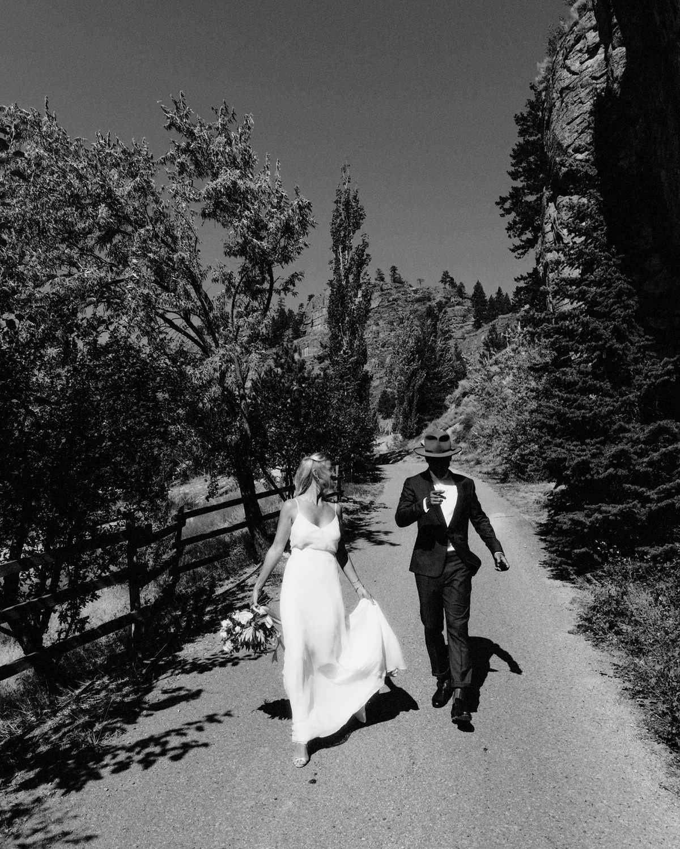 italy tuscany wedding candids