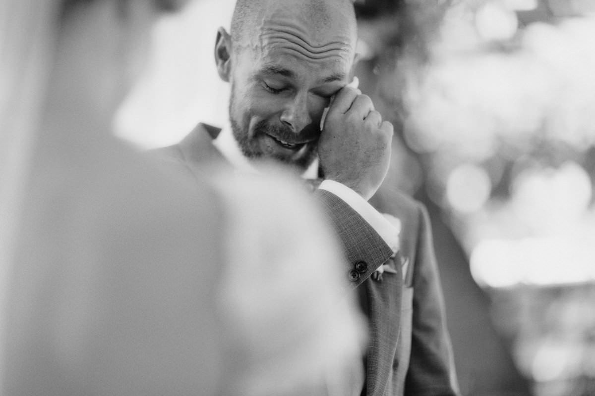 documentary style gulf islands wedding photographer