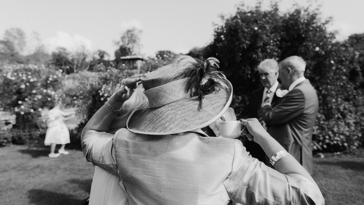 cotswolds wedding photographers with a documentary style